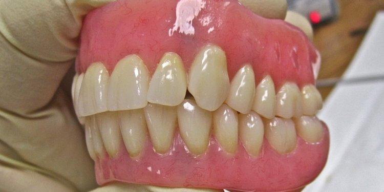 Custom made cosmetic dentures